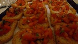 Tostadas de tomate y albahaca