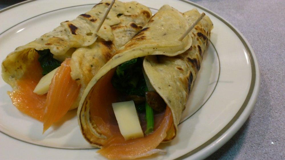 Crepe rellena de espinacas salmon y queso