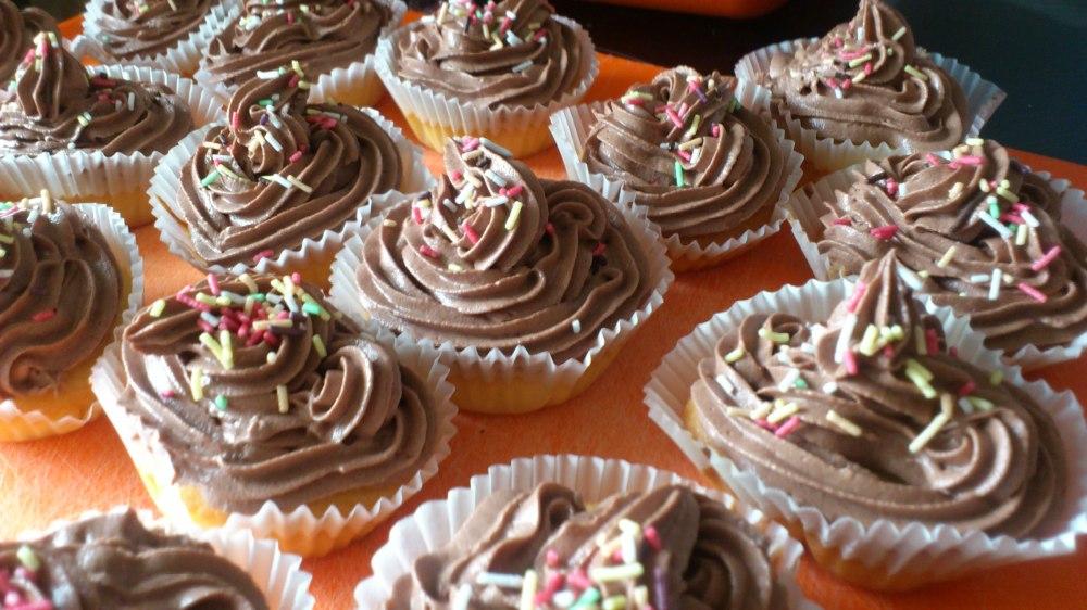 Cupcakes de naranja con buttercream de chocolate y naranja