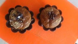 Añade las pepitas de chocolate y listo :)