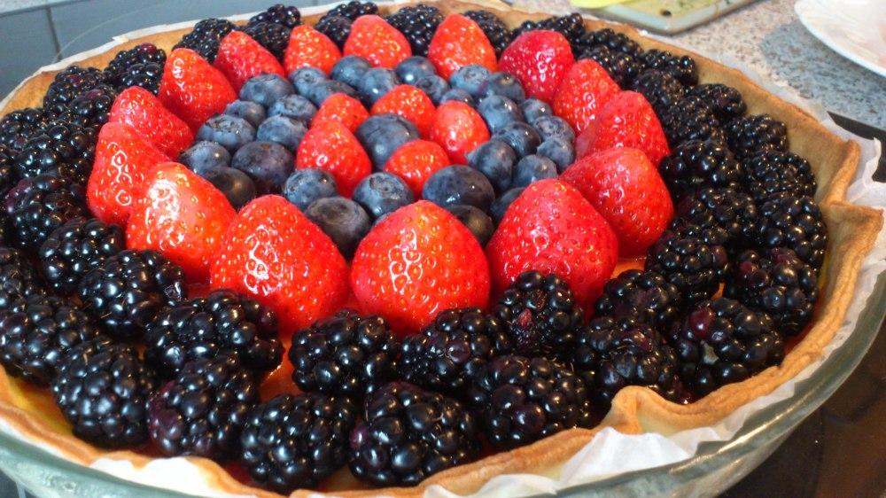 Tarta de frutos rojos con hojaldre