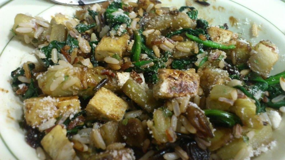 Ensalada de arroz salvaje, tofu y soja