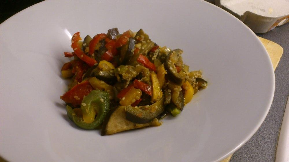 Verduras salteadas al estilo oriental, con jengibre, soja y sésamo