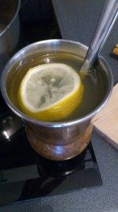 Infusión natural de ajo, miel y limón ¡Tómala bien calentita! :-)