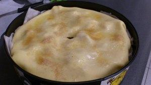 Pinta con clara de huevo batida y espolvorea por encima una cucharada sopera de azúcar moreno