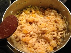 Por último, le añadimos los anacardos y mezclamos bien todo. ¡Listo para consumir! :-)