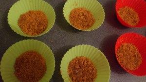 Migas de galletas en moldes individuales