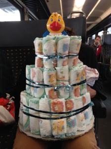 Llevando el pastel en transporte público a sus nuevos dueños... despiertas sonrisas en el trayecto ;)