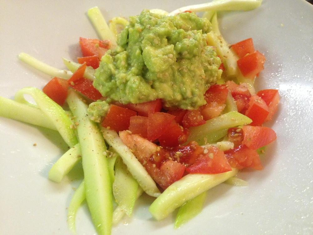 receta vegana espaguetis de calabacin con aguacate y sesamo