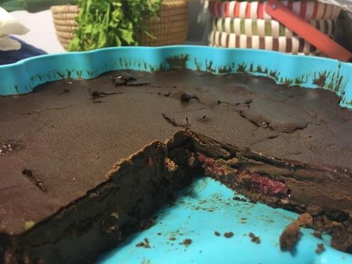 Tarta de chocolate negro con frambuesas