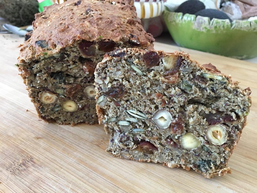 receta de pan negro con frutos secos y semillas